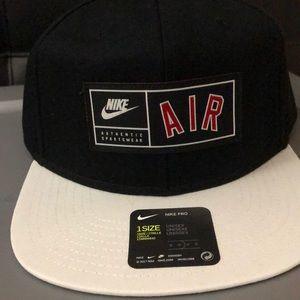 NWT Nike Air Snapback in black and white.